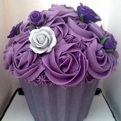 giant purple cupcake for the shower with fan or pinwheel on top resembling bridesmaids ? Purple Cupcakes, Giant Cupcakes, Love Cupcakes, Baking Cupcakes, Cupcake Pictures, Cupcake Images, Large Cupcake Cakes, Custard Slice, Purple Food