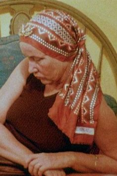 "Little Edie in the documentary film ""Grey Gardens. Edie Bouvier Beale, Edie Beale, Jackie O's, Gray Gardens, Under The Skirt, Short People, Caroline Kennedy, Jfk Jr, Cool Costumes"
