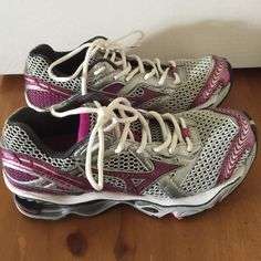 Mizuno Wave Creation 12 - running shoe Mizuno Wave Creation 12 - running shoe - size 8 - in excellent condition - very clean - like new, but don't have a box. Mizuno Shoes Athletic Shoes