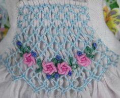 Blumendruck Kleid mit Smokschürze