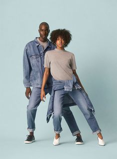 The New Sustainable Unisex Denim Line by H&M. An eco-friendly capsule collection of on-trend lightweight denim fits for both sexes to take you into spring. High Fashion Poses, Fashion Shoot, Fashion Outfits, Estilo Tomboy, Estilo Denim, Denim Editorial, Editorial Fashion, Unisex Fashion, Denim Fashion