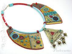 Collier brodé de perles thème Tibet couleur or par Perloosette, €160.00