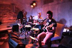 יום חמישי: להקת SMB – שלישייה שבאה מעולם הג'אז והפאנק ושמה דגש נרחב על קצב ושילוב הרמוני עשיר של קולות - לצד עיבודים ייחודים ללהיטים שכולנו מכירים. לפרטים נוספים: http://on.fb.me/1ChcjfT