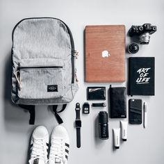 Camera, laptop, wallet, etc always in my bag. Nice Fossil bag from Urban Icon School Bag Essentials, Travel Bag Essentials, Travel Luggage, Travel Bags, Travel Flatlay, Mein Style, Edc Everyday Carry, What In My Bag, Fossil Bags