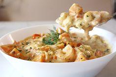 Chaudrée de fruits de mer et patate douce | coupdepouce.com Pasta Salad, Risotto, Seafood, Bacon, Sandwiches, Bbq, Food And Drink, Keto, Favorite Recipes