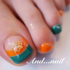 オレンジ×グリーンフットネイル❤️|ネイルデザインを探すならネイル数No.1のネイルブック Pedicure Nail Art, Toe Nail Art, Mani Pedi, Cute Pedicure Designs, Nail Designs, Cute Pedicures, Feet Nails, Finger, Dream Nails