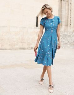 Day Dresses,Afternoon tea was invented for dresses like this. With its full skirt, flattering angled waist and figure-skimming viscose fabric, it's ultra-feminine. Modest Dresses, Women's Dresses, Dress Outfits, Casual Dresses, Dresses For Work, Summer Dresses, Winter Dresses, Modest Fashion, Fashion Dresses