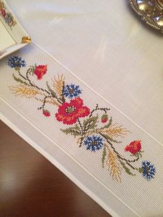 Cross Stitch Needles, Cross Stitch Embroidery, Hand Embroidery, Hobbies And Crafts, Diy And Crafts, Beautiful Fruits, Cross Stitch Designs, Table Linens, Table Runners