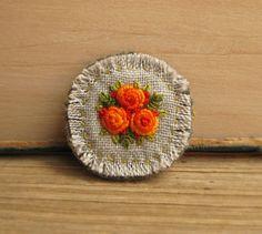 Orange Roses Hand Embroidered Brooch Pin por Sidereal en Etsy