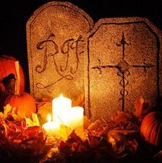 40 Easy to Make DIY Halloween Decor Ideas Out in the haunted field. Just Styrofoam cut into a tombstone shape and painted. Image Halloween, Halloween Graveyard, Halloween Tombstones, Outdoor Halloween, Halloween Projects, Holidays Halloween, Haunted Graveyard, Samhain Halloween, Halloween