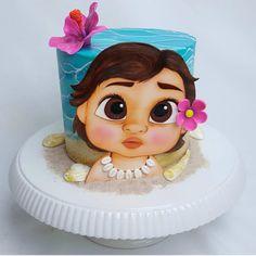"""6,075 curtidas, 38 comentários - @cassianedorigon (@ideiasdebolosefestas) no Instagram: """"Mais um bolo da Moana bebê. Uma fofura total. . Por @awesome.edibleart. #ideiasdebolosefestas…"""""""