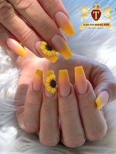 Acrylic Nails Yellow, Diy Acrylic Nails, Acrylic Nails Coffin Short, Coffin Nails, Yellow Nails Design, Green Nails, Pointy Nails, Matte Nails, Sunflower Nail Art