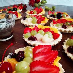 No me pude quedar con las ganas de compartir lo que hice este fin de semana. Espero estén teniendo un buen domingo. #blog #dessert #dessertoftheday #sunday #fruits #color #postre #postredeldia #domigo #tarta #pastry #fruitpie #fruta #fresa #strawberry #zarzamora #blackberry #uva #grape #mango #cereza #cherry #bakery #pasteleria #reposteria #endulcora   via Instagram http://ift.tt/2bW8x39  IFTTT Instagram