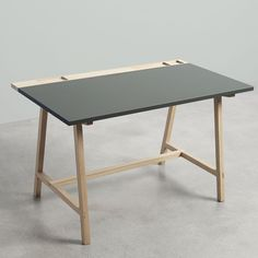 Little desktop, designed by byKATO for the danish manufacturer Andersen, has a rectangualr top in linoleum and a structure in oak soaped. Table Desk, Table And Chairs, What Is Industrial Design, Joinery Details, Home Desk, Stavanger, Diy Desk, Ping Pong Table, Danish Design
