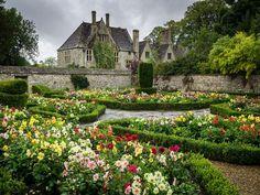 Avebury Manor, England (by Bob Radlinski)