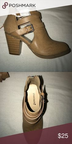 Ankle Boots Never once worn! Shoedazzle shoes! Super comfy I just don't know what to wear them with! Shoe Dazzle Shoes Ankle Boots & Booties