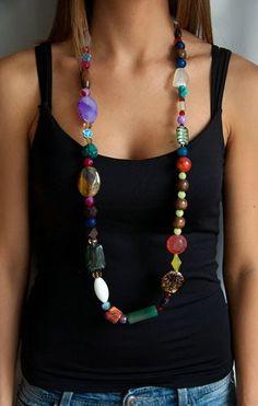 Collar de colores y materiales diversos mezclados con plata. Cuarzo, cristal de Murano, coral manzana, polvo de turquesa, jade coreano, ágatas...