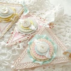 Cute Shabby Chic Valentines Decoration Ideas For Your Home 34 Paper Banners, Pennant Banners, Belle E Boo, Baby Weeks, Sewing Projects, Craft Projects, Bunting Garland, Lace Bunting, Party Bunting