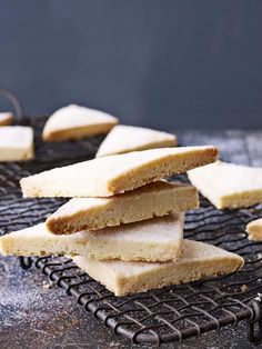 With its light, buttery flavour and sugar-crystal sweetness, this shortbread is impossible to resist. You can flavour it if you like, adding a handful of chocolate chips or a sprinkling of finely chopped rosemary, or lavender to the dough as you knead it. British Baking Show Recipes, British Bake Off Recipes, Great British Bake Off, Baking Recipes, Cookie Recipes, Dessert Recipes, Uk Recipes, Paul Hollywood Shortbread, Paul Hollywood Bread