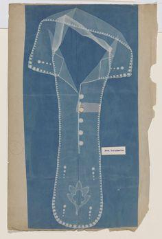 Cyanotypie van een kraag met daarop gemonteerd een fragment van het originele kantwerk, anoniem, ca. 1900