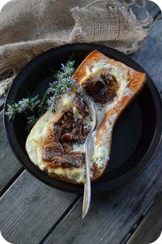 """La butternut, cette courge musquée au goût légèrement sucré, et aux accents de noix de beurre. En français, elle se nomme """"Doubeurre"""" oui oui, doubeurre en français et butternut en anglais :) Et si je vous parle de courge, c'est qu'il y a une recette..."""