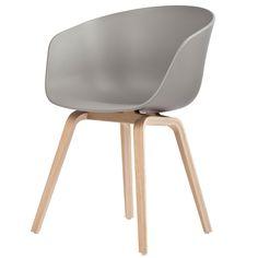 About A Chair on Hee Wellingin ja Hayn tiiviin yhteistyön tuloksena syntynyt kokoelma silmiinpistävän selkeää muotoilua. Idea About A Chair -kokoelmaan syntyi, kun haluttiin kehittää ilmiselvän yksinkertainen tuoli, joka toimii niin ruokapöydän tai neuvottelupöydän äärellä kuin ravintoloissa, kahviloissa tai toimistoissakin.