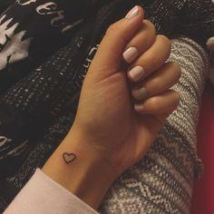 Herz Tattoo tattoos for boyfriend Herz Tattoo Tiny Tattoos For Girls, Small Heart Tattoos, Dainty Tattoos, Subtle Tattoos, Cute Small Tattoos, Small Wrist Tattoos, Mini Tattoos, Trendy Tattoos, Unique Tattoos