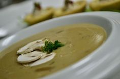 (photo: Κώστας Κωβαίος) Thai Red Curry, Soup, Cooking Recipes, Sweets, Bread, Health, Ethnic Recipes, Cakes, Mushrooms