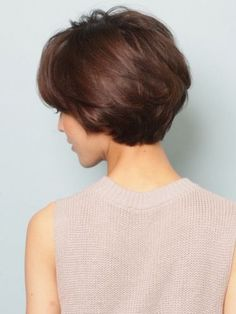 A good look at the back of the featured short hair cut #WedgeHairstylesMom