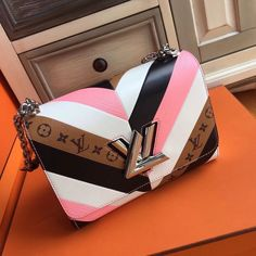 2019 New Louis Vuitton Handbags Collection for Women Fashion Bags have it Chanel Handbags, Louis Vuitton Handbags, Fashion Handbags, Purses And Handbags, Fashion Bags, Cheap Handbags, Gucci Bags, Tote Handbags, Louis Vuitton Nails