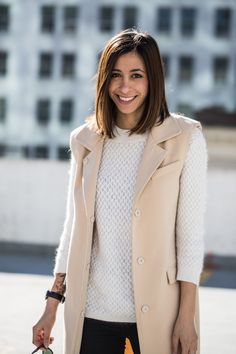 Oversized vest, neutral colors, minimal style, neutral outfit colors, bob hair style, short hair, brunette short hair, spring style, spring outfits, blogger style, street style http://the-unprecedented.ca/springoutfitstyling/