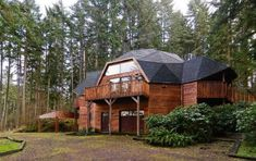 Hood Geodesic House Wood Eugene, OR Source by pamelasprouls Sustainable Architecture, Architecture Design, Residential Architecture, Contemporary Architecture, Geodesic Dome Homes, Long House, Unique Buildings, Earth Homes, Building A House