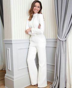 @lutranchesi vestindo lumonteiroloja Business Outfits Women, Business Women, White Outfits, Wide Leg Jeans, Bell Bottoms, Women Wear, Jumpsuit, Clothes For Women, Blazer