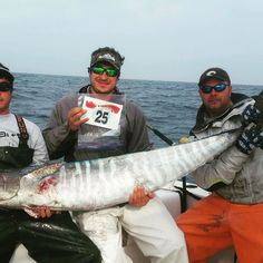 Team Reelist with their monster 92.7lb wahoo. The largest of the scwahooseries.com so far! Go to check out the entire leaderboard! #wahoo #wahoofishing #wahootournament #highspeedtrolling #candhlures #southerndrawloutfitters #southcarolina #hiltonhead #hiltonheadfishing #hiltonheadcharterfishing #ladyangler #islandlife #saltwater #saltwaterfishing #bluewaterfishing #bahamas #fishing #fishingislife #careychenart #fishingtrip #offshore #offshorefishing #offshorelife #yamaha #island #penn by…