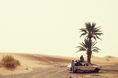 Mit Camel Active auf Roadtrip - Erg Chebbi, Marocco. Erg Chebbi ist eine der beiden Ergs in Marokko – große, durch Wind geformte Dünenlandschaft.