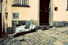 Vintage Vespa Italian Scooter, Vintage Vespa, Sportbikes, Classic Beauty, Scooters, Passion, Motor Scooters, Sport Motorcycles, Sport Bikes