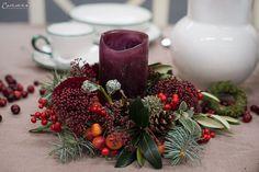Weihnachtskränze, Adventskränze, Weihnachten, Kränze, Dekoideen, Winter, DIY, Weihnachtsmenü, Glühwein, Spekulatiusgugelhupf, Herbst- und Wintergemüse-Auflauf, Käsesouffle, Filetköpfe, Selleriegemüse, hausgemachtes Pesto, One Pot Apfel Most Hendl, Adventfeier, Weihnachtsfeier, advent wreath, christmas wreath, wreaths, christmas, decor, decoration ideas, christmas menu, mulled wine, speculoos bundt cake, winter vegetables, cheese souffle, filet heads, one pot apple cider chicken, christmas… Winter Diy, Christmas Wreaths, Table Decorations, Holiday Decor, Party, Home Decor, Natural Materials, Christmas Time, Celebration