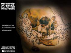 Tatuaje a color con una calavera y rosas. Primera sesión. De Yarda, en ZUK Tattoo Piercing de Lleida