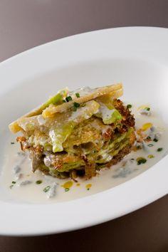 Millefoglie di crespelle verdi con carciofi e gorgonzola - Green crepe millefeuille with artichokes and Gorgonzola cheese