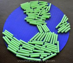 Get your preschooler inspired for Earth Day with this easy kids' craft! Your little one will enjoy this Earth Day Straw Craft while learning about the importance of Earth Day. Crafts From Recycled Materials, Recycled Crafts Kids, Recycled Art Projects, Holiday Crafts For Kids, Crafts For Kids To Make, Art For Kids, Kids Crafts, Earth Day Projects, Earth Day Crafts