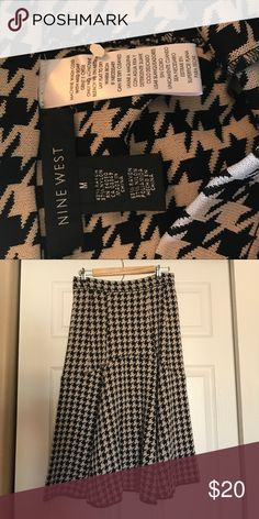 Nine West heavyweight Skirt Nine West heavyweight Skirt size Medium. Perfect for the Winter sweater and boots! Nine West Skirts Midi