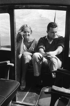 JEANNE MOREAU ET LOUIS MALLE À VENISE, LE 5 SEPTEMBRE 1958 -