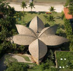 Casa sustentável em forma de folha