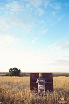 Piano in a field, high school senior photography, Caroline Madsen Photography, senior session, senior girls, senior girl posing, senior photography, posing ideas, senior portraits, posing, musician, piano, music, outdoors, portrait, photography