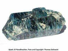 A foszfátok közül a természetben előforduló ásványok egyike az apatit,ami vízben nem oldódik. [Ca(F(PO4)3)]
