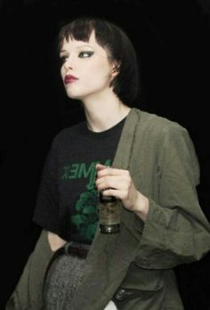 """Alice Glass // Crystal Castles """"We need an army because the mainstream hates women"""" Coolest, toughest chick I can think of in music right now. Crystal Castle, Fandom Fashion, King Of Hearts, Witch House, Music Mix, Punk Fashion, Back To Black, Music Stuff, Style Icons"""