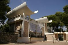 the Marguerite and Aime Maeght Foundation, Saint-Paul de Vence, by Josep luis Sert Study Architecture, Amazing Spaces, Museum Of Modern Art, Art Museum, Art Moderne, Le Corbusier, South Of France, Worlds Of Fun, Paris