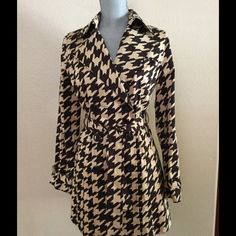 """NWT⚫️Brown and Tan Trench Coat Dark brown and tan design with pockets.  97% Cotton and 3% Spandex.  Very nice soft texture.  Unlined and measures 31"""" in length from top of shoulder to bottom. Brand new with tags and never worn. Vertigo paris Jackets & Coats Trench Coats"""