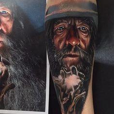 18 Stunning Color Portrait Tattoos By Kristian Kimonides Weird Tattoos, Ring Tattoos, Cool Tattoos, Awesome Tattoos, Tatoos, Gandalf Tattoo, Lotr Tattoo, Lord Of The Rings Tattoo, Leg Sleeves