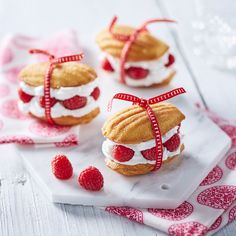 Sweet madeleines with raspberries, Desserts, the Mini Desserts, French Dessert Recipes, Sweet Desserts, Just Desserts, Baking Recipes, Cookie Recipes, Snack Recipes, Madeline Cookies Recipe, Madelines Recipe